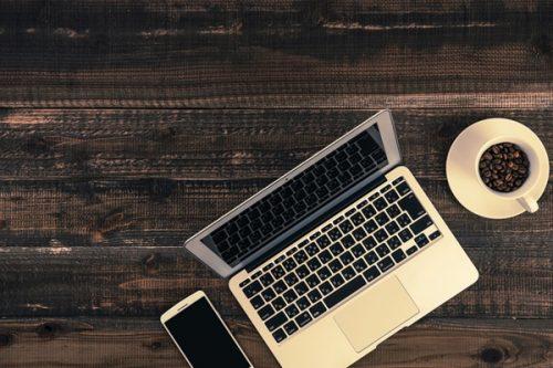 ノマドワーカーになってカフェで仕事をするアイテムを紹介