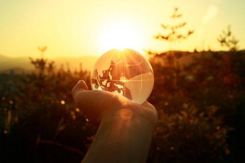 捨てる勇気を持つことで人生が大きく変わる理由